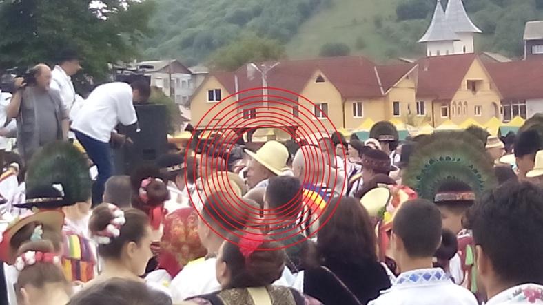 """Pălăria de """"revoluționar # rezist"""" a domnului Liviu Dragnea cadou de la bistriţeni"""