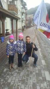 Sucevenii se bucura de steagul unirii